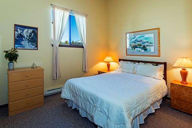 Tahoe Lakefront   2nd Floor Guest Bedroom