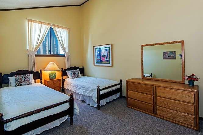 Lake Tahoe Penthouse   2nd Floor Twin Bedroom
