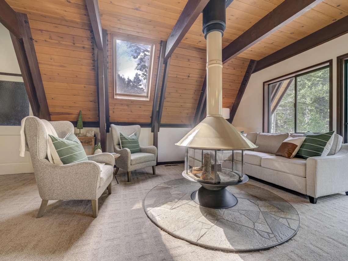 Lake Tahoe Cabin | 1314 Mineral Springs Trail Living Room