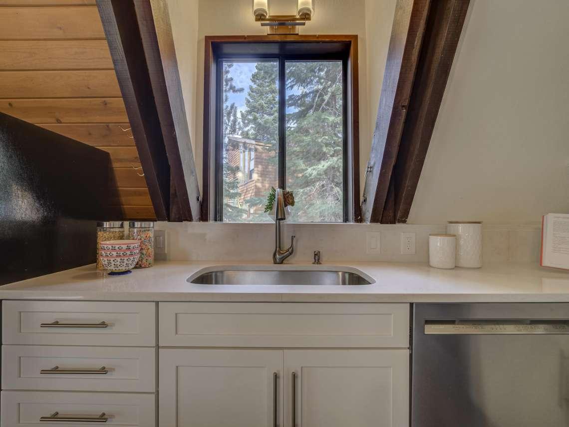 Lake Tahoe Ski Cabin | 1314 Mineral Springs Trail Kitchen