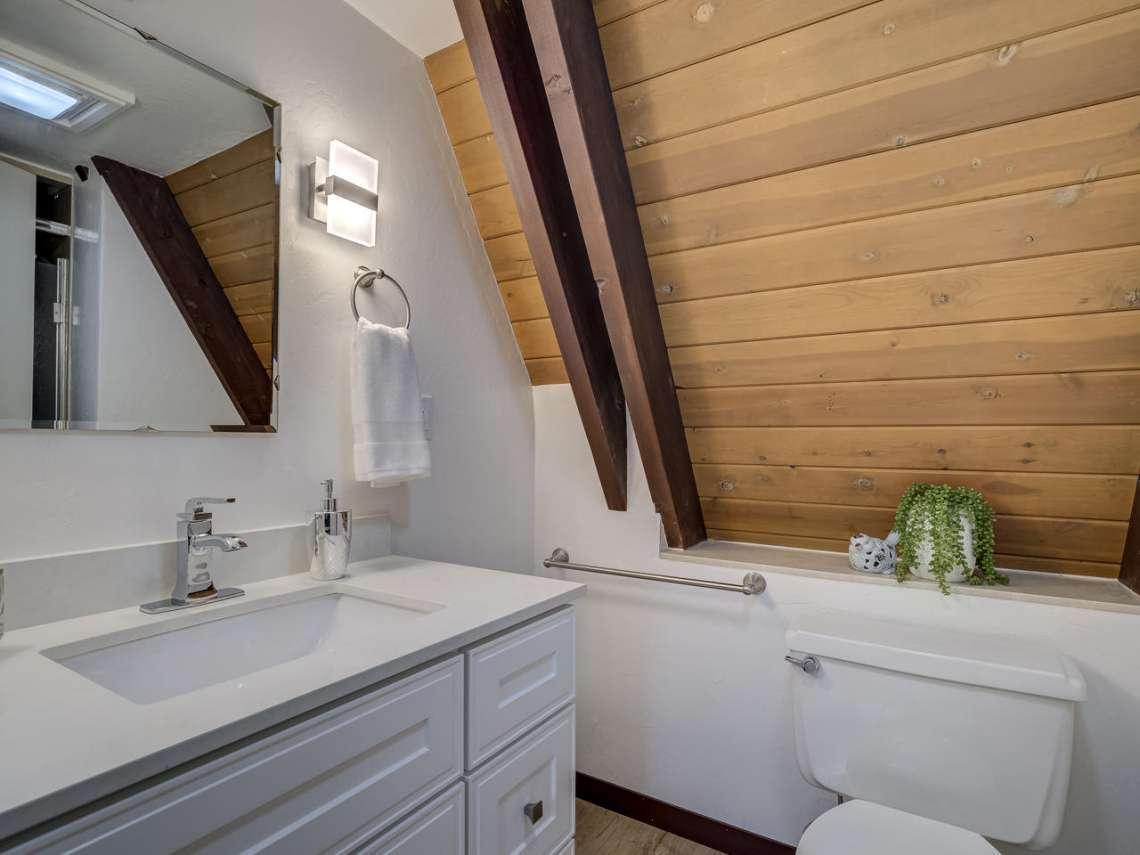 Alpine Meadows Ski Cabin | 1314 Mineral Springs Trail Bathroom