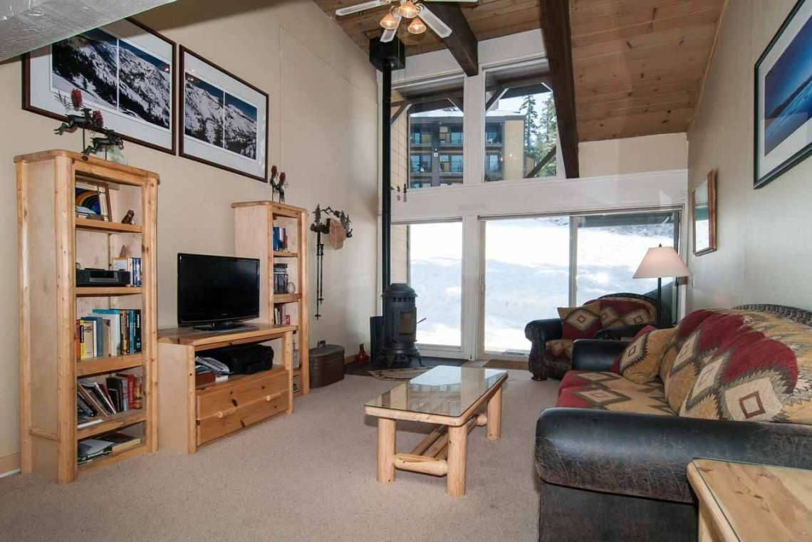 North Lake Tahoe Condo | 2090 Chalet Rd #15 | Living Room