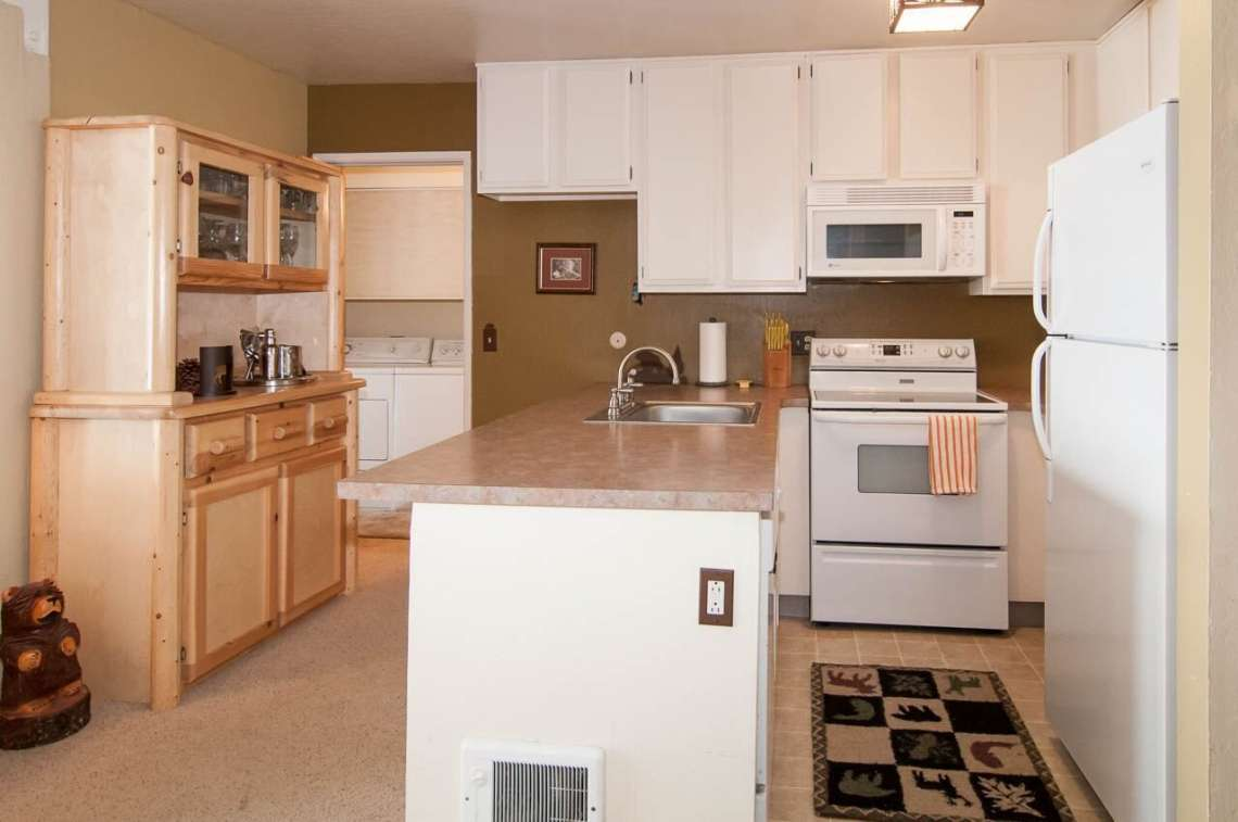 Lake Tahoe Ski Condo | 2090 Chalet Rd #15 | Kitchen