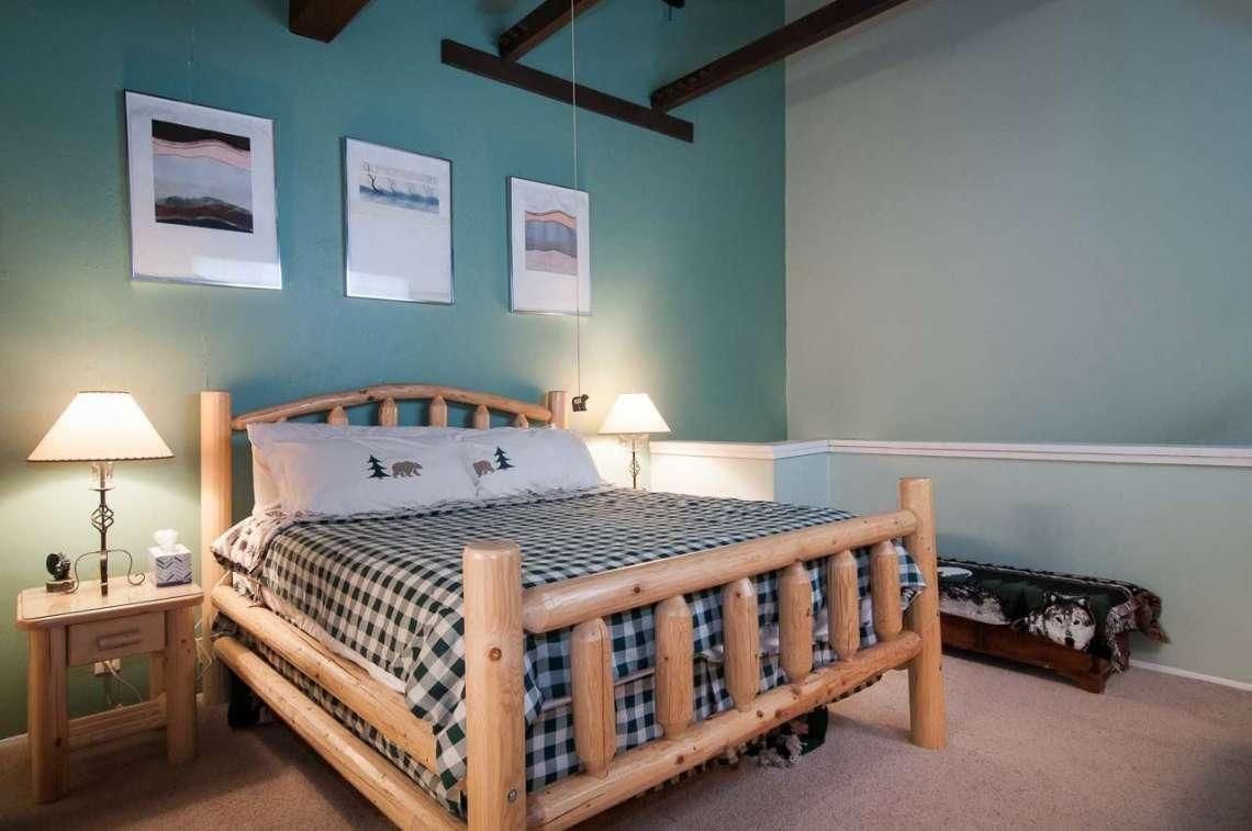 Alpine Meadows Ski Condo | 2090 Chalet Rd #15 | Bedroom