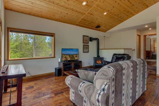 Truckee Real Estate  | 12418-Snowpeak-Way-Truckee-CA | Living Room