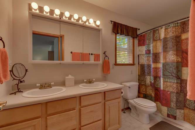 Truckee Cabin  | 12418-Snowpeak-Way-Truckee-CA | Master Bathroom