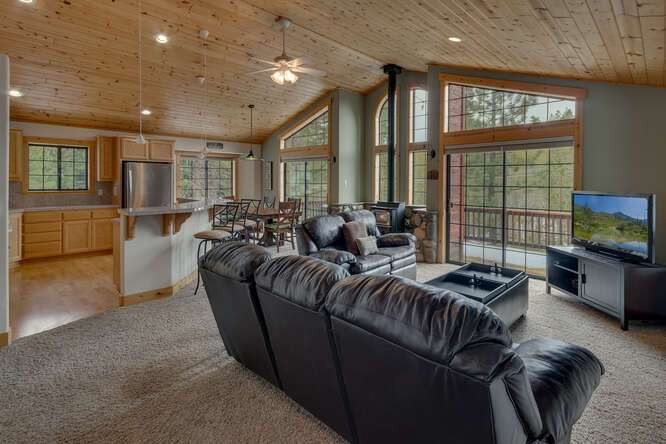 Spacious and bright living area | Tahoe Donner Chalet