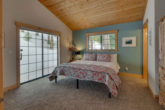 Master bedroom with vaulted ceilings | Tahoe Donner Chalet