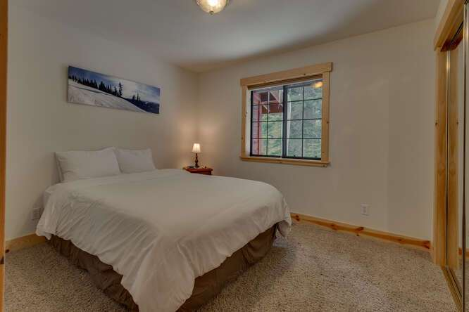 Guest bedroom | Tahoe Donner Chalet