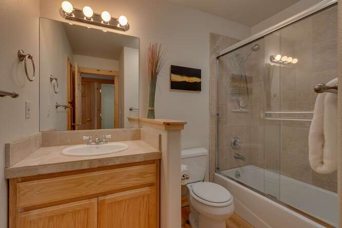 Guest bathroom | Tahoe Donner Chalet