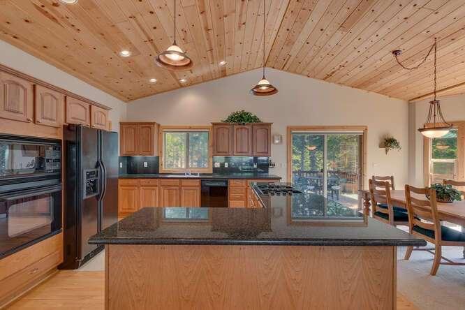 Beautiful open concept kitchen | 7009 Bellevue Ave