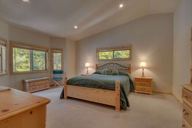 Master Bedroom with vaulted ceilings | 7009 Bellevue Ave