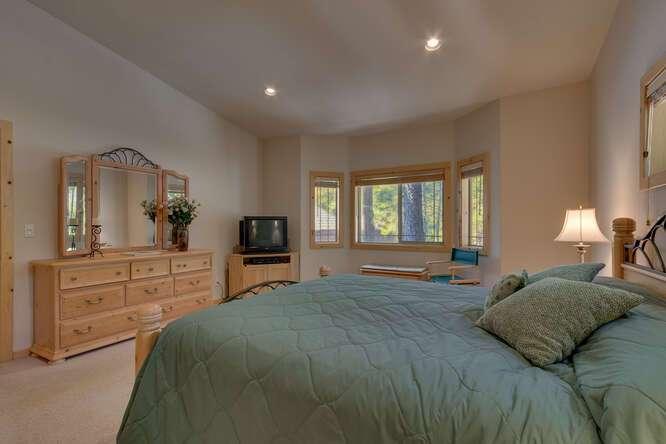 Master Bedroom | 7009 Bellevue Ave
