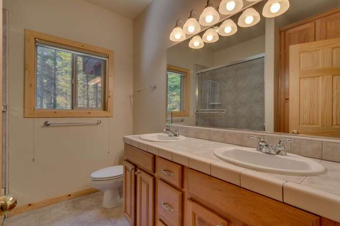 Guest Bathroom | West Shore home for sale