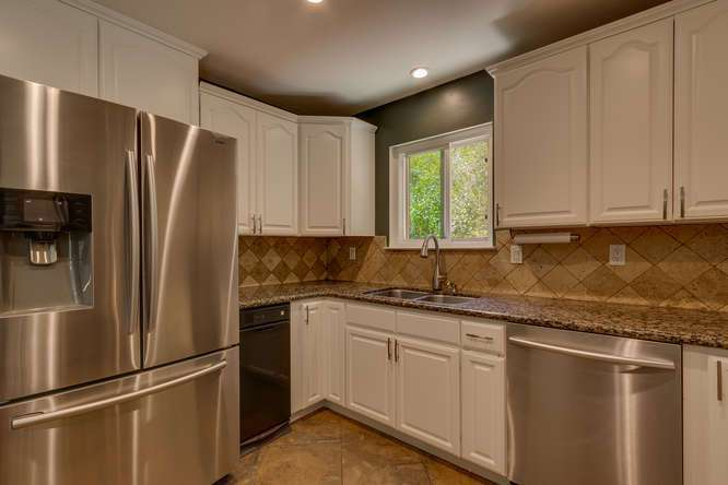 Home in Sierra Meadows | 10314 Shore Pine Rd Truckee CA | Kitchen