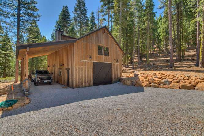 Exceptional Truckee Acreage Estate | 13074 Timber Ridge Ct |Barn