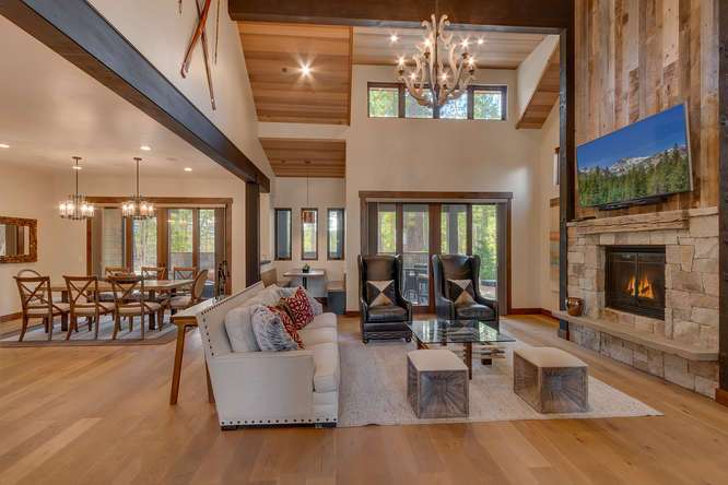 Gray's Crossing Real Estate   11239 Henness Rd Truckee CA   Entryway