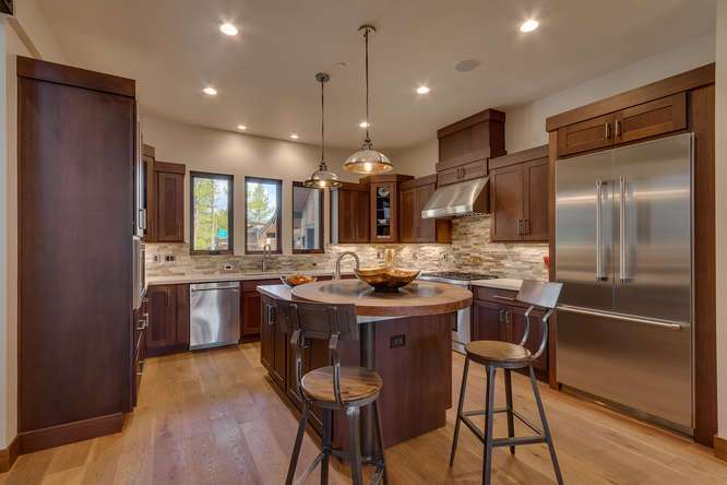 Truckee Golf Real Estate | 11239 Henness Rd Truckee CA | Kitchen/Breakfast Bar