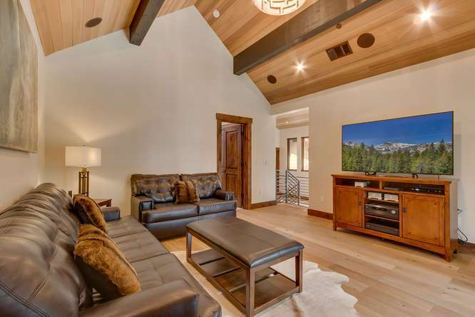 Gray's Crossing Real Estate | 11239 Henness Rd Truckee CA | Family Room