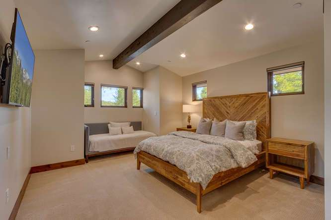 Gray's Crossing Truckee Real Estate | 11239 Henness Rd Truckee CA | Bedroom Ensuite