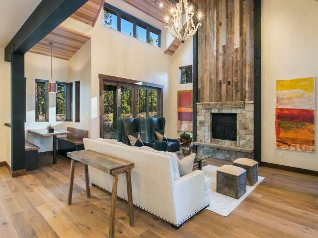 Luxurious Living Room in Gray's Crossing | Gray's Crossing Real Estate
