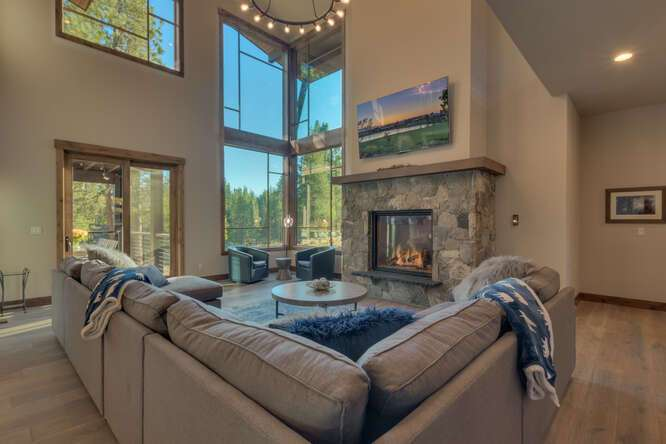 Breathtaking living room | Gray's Crossing Golf Course Home