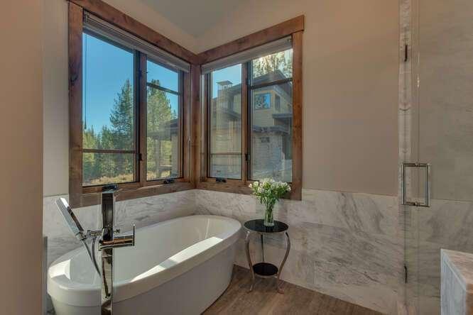 Master Bathroom Bath tub | 11251 Ghirard Ct.