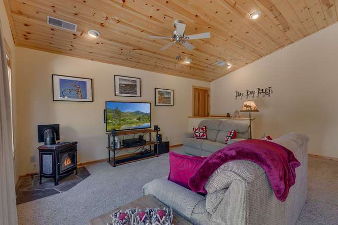 Tahoe Donner Condo | Cozy Living Room