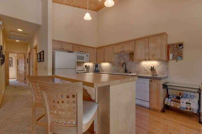 Tahoe Donner Condo | Open Concept Kitchen