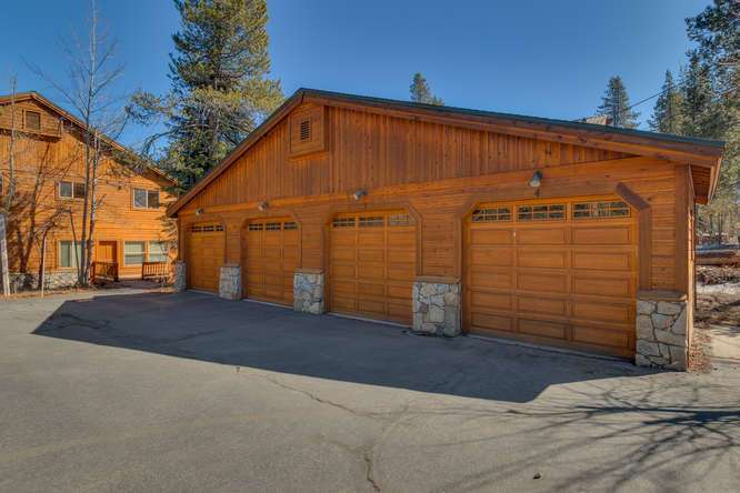 Tahoe Donner Condo |11375 Northwoods Blvd #4 | Garage