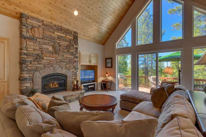 Lake Tahoe Real Estate | Breathtaking living room