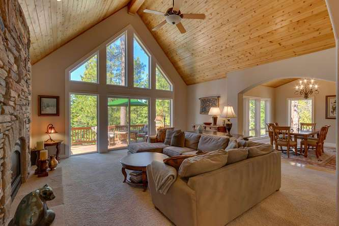 North Lake Tahoe Real Estate | Spacious and airy living room