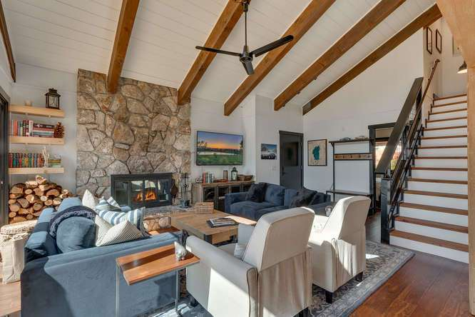 Lake Tahoe Real Estate | 3185 Meadowbrook Drive | Living Room