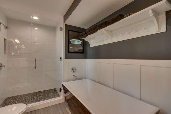 Tahoe Luxury Real Estate | 3185 Meadowbrook Drive | Master Bath