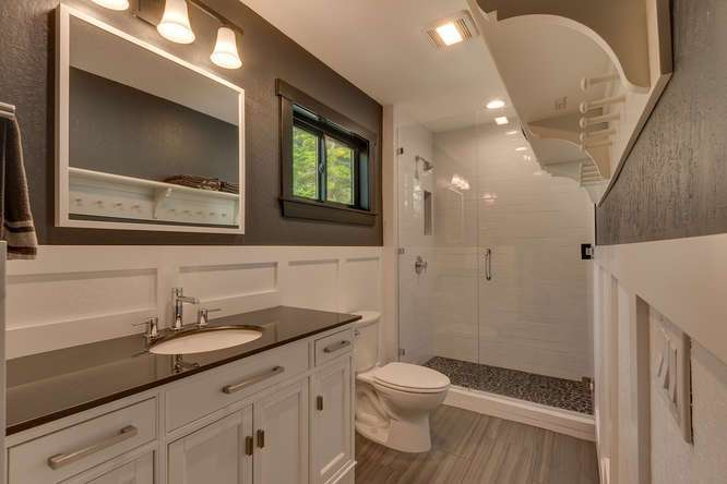 North Lake Tahoe Real Estate | 3185 Meadowbrook Drive | Guest Bathroom