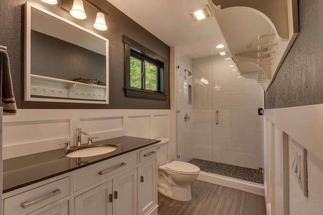 North Lake Tahoe Real Estate | 3185 Meadowbrook Drive | Guest Bathroom
