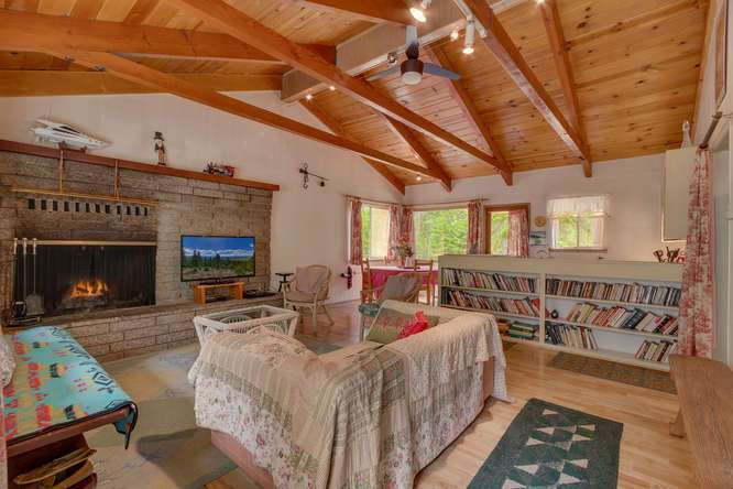 Lake Tahoe Real Estate | 432 Sierra Dr Tahoma CA 96142 | Living Room