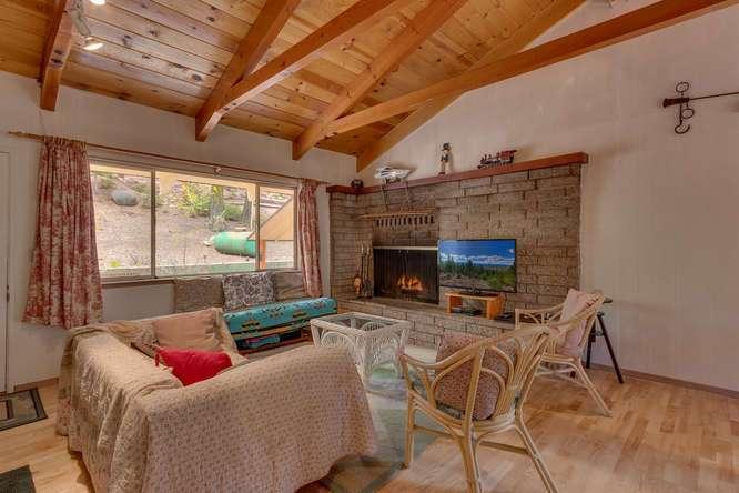Rubicon Bay Real Estate | 432 Sierra Dr Tahoma CA 96142 | Living Room