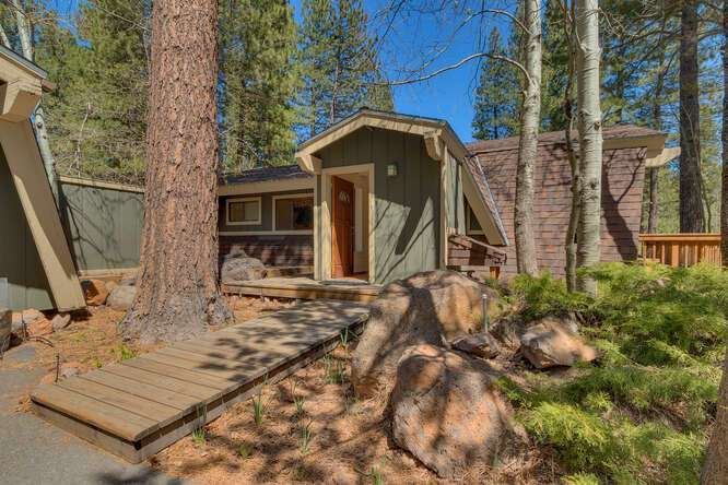10611-Ponderosa-Dr-Truckee-CA-small-001-013-Front-Entry-Detail-666x445-72dpi