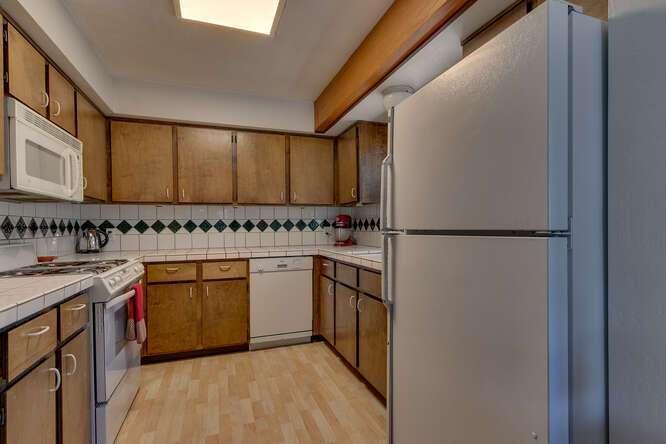 10611-Ponderosa-Dr-Truckee-CA-small-010-015-Kitchen-666x445-72dpi