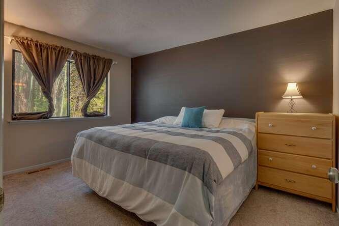10611-Ponderosa-Dr-Truckee-CA-small-014-004-Bedroom-666x444-72dpi