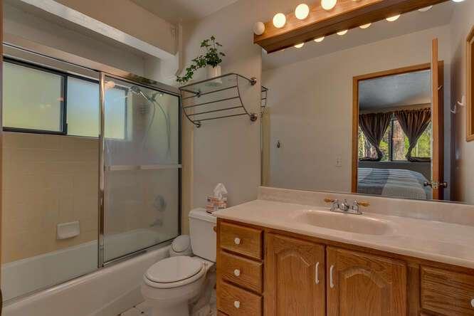 10611-Ponderosa-Dr-Truckee-CA-small-015-012-Bathroom-666x444-72dpi