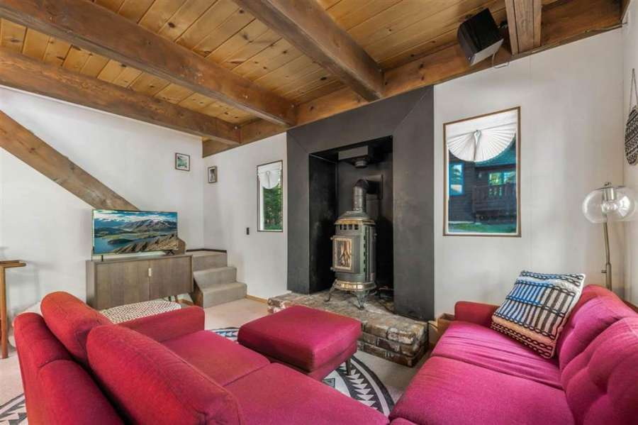 Carnelian Bay Chalet   living room