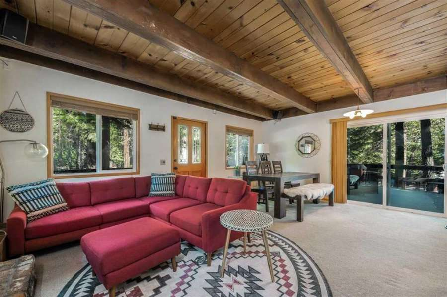 567 Tallac St.   Cozy living room