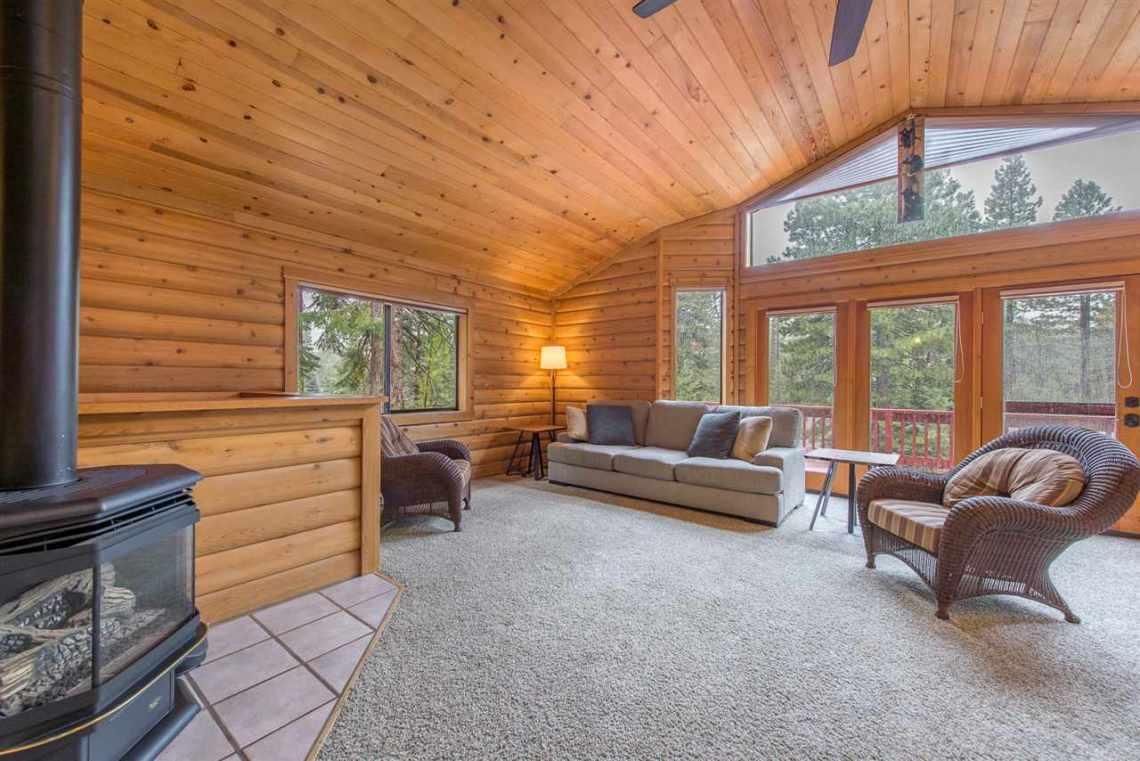 Prosser Real Estate | Living Room