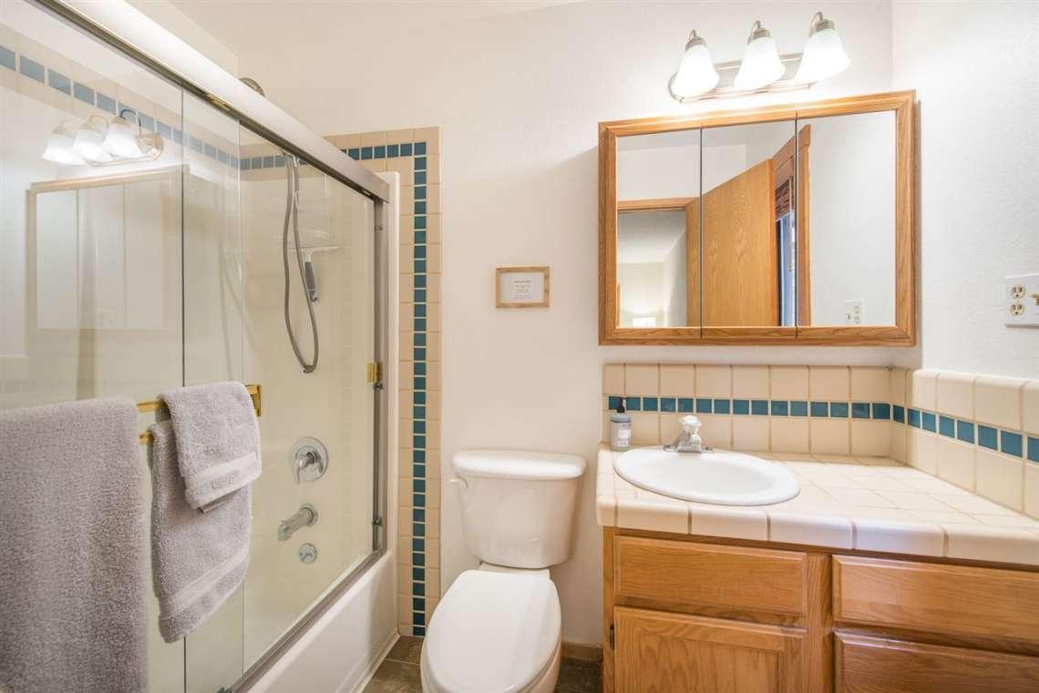Home in Truckee | Bathroom