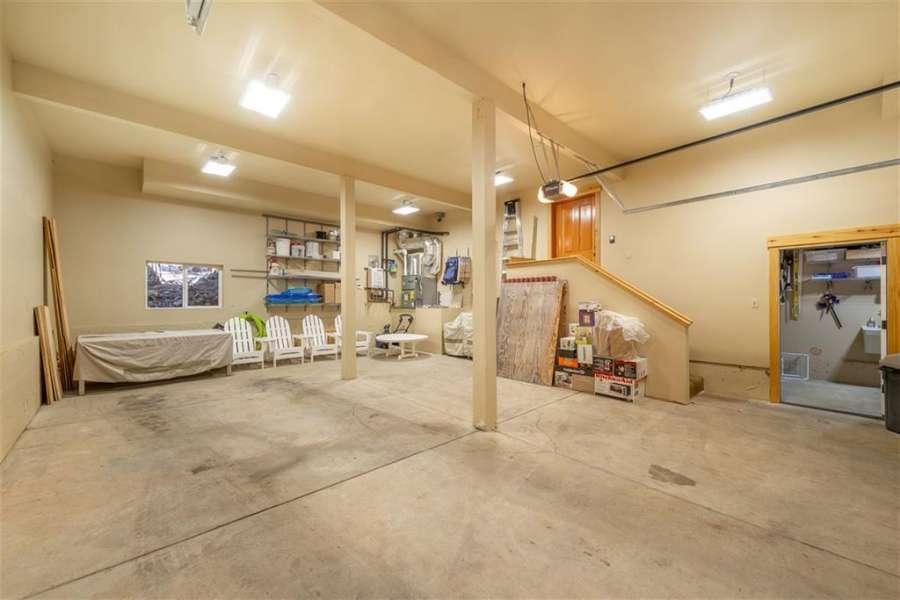 Spacious Garage | Tahoe Donner Getaway