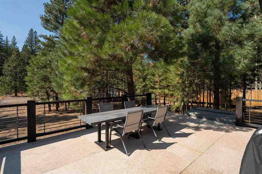 Spacious and sunny deck   Prosser Lakeview Estates Home