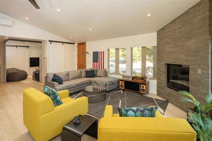 Stunning fireplace   Prosser Lakeview Estates home