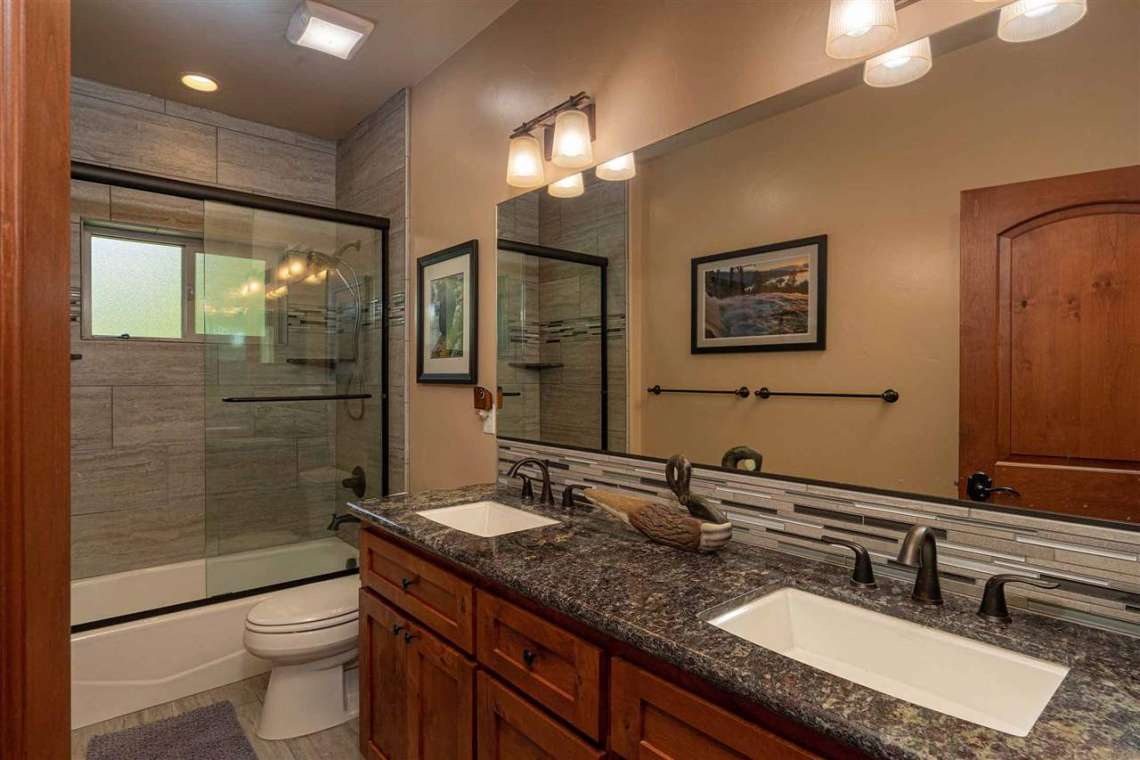 Tahoe Donner Real Estate  |  13988 Swiss Lane Truckee, CA | Bathroom
